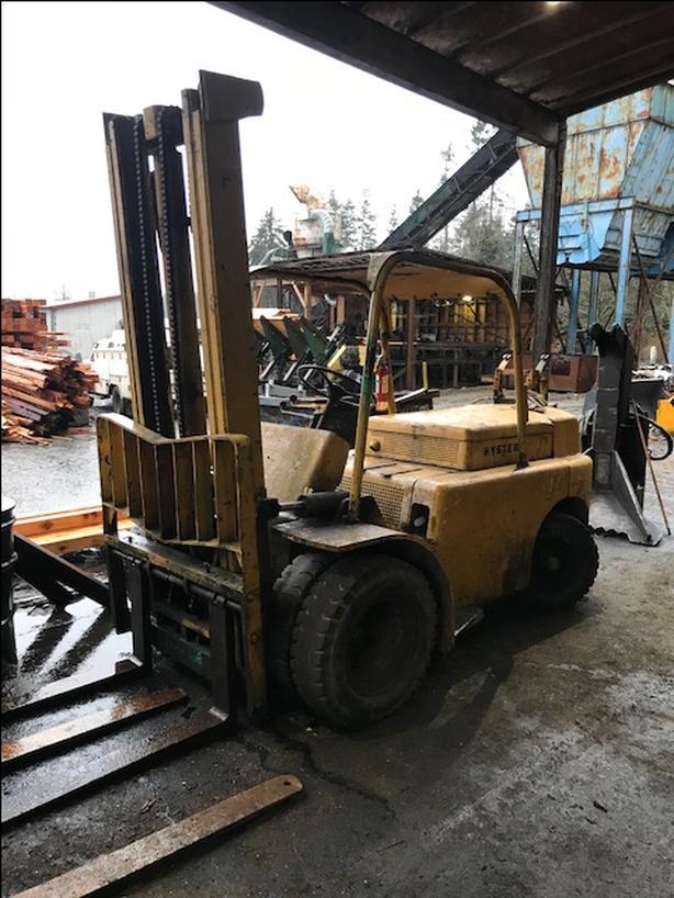 Forklift – 10,000 lb Hyster