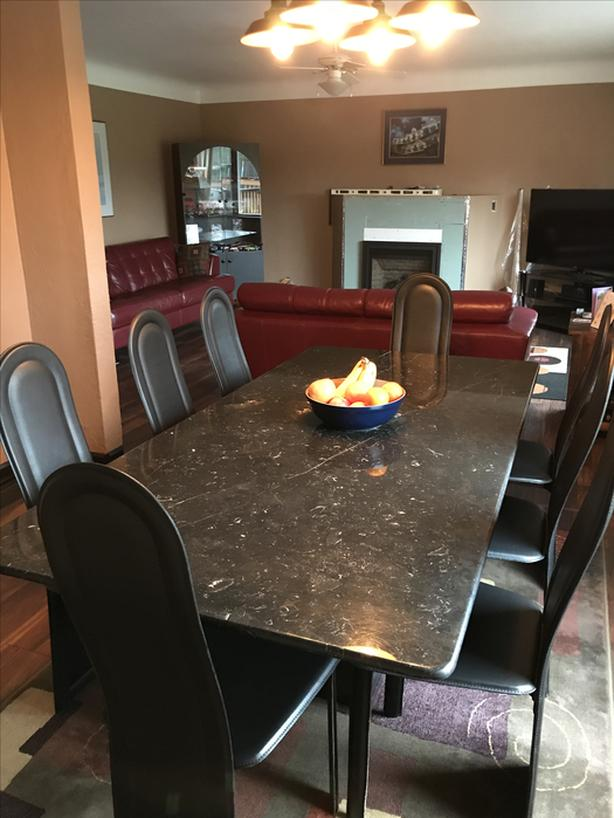 ITALIAN MARBLE DINING TABLE c/w 8 LEATHER CHAIRS