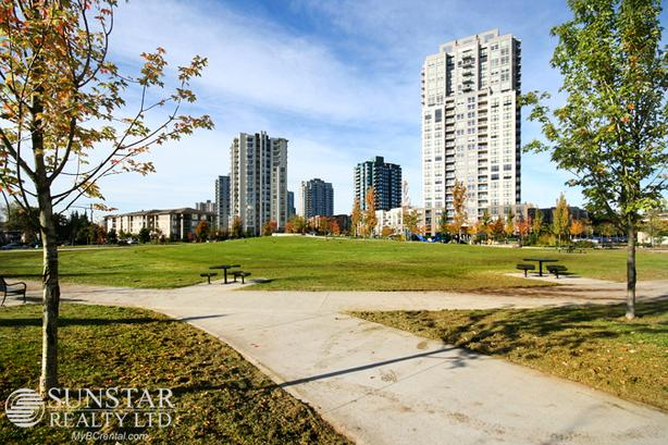 Collingwood Village Studio 1 Bath Condo w/ Balcony @ Latitude