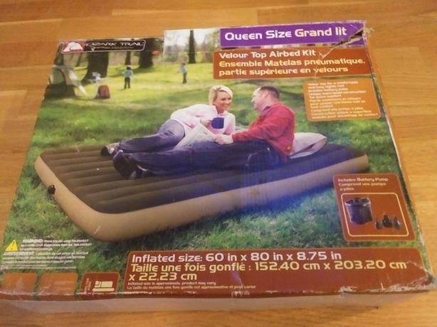 Queen size inflatable mattress