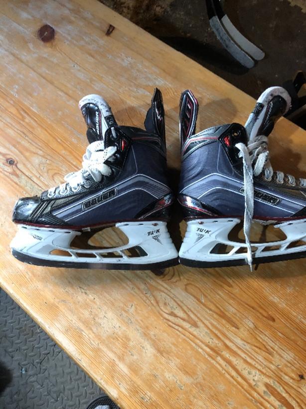 Bauer X700 hockey skates size 5.5