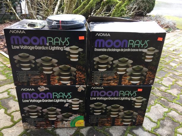16 NOMA MOONRAYS LOW VOLTAGE GARDEN LIGHTS