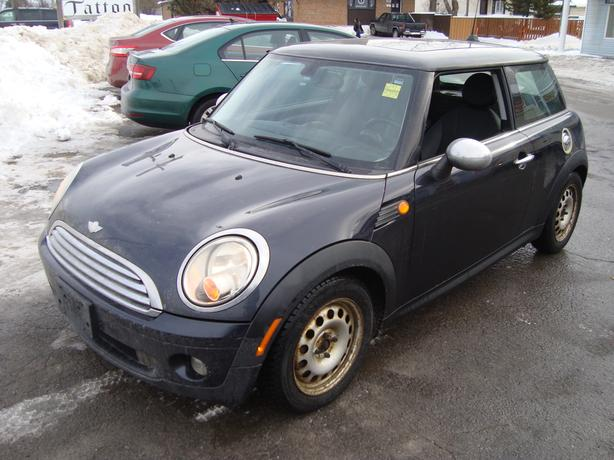 2008 Mini Cooper Loaded with Extra Winter Package !