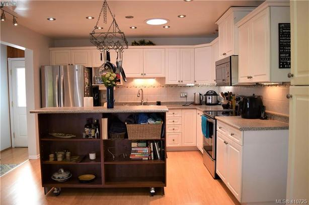 Great Deal (Beautiful and quality kitchen island)
