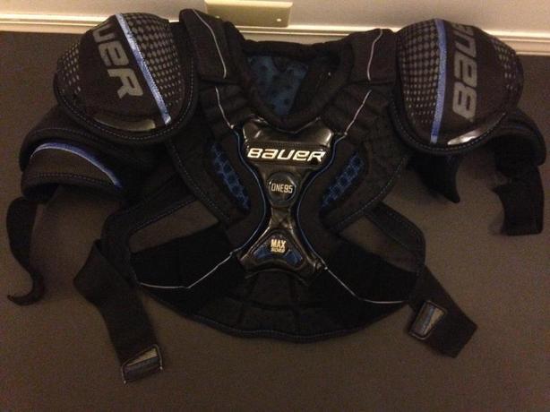 Bauer One95 Sr. medium shoulder pads