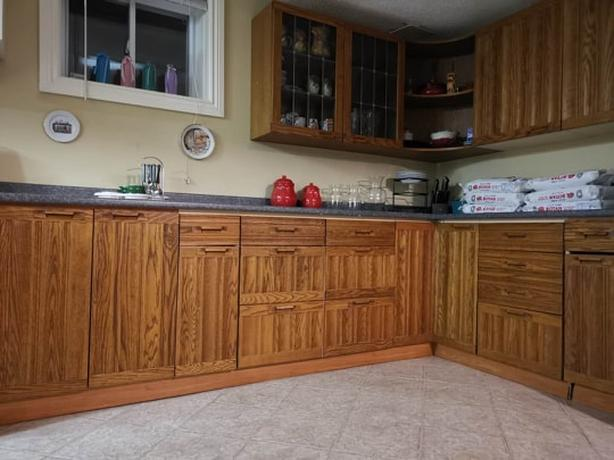Kitchen appliances and furnishings, mint condition