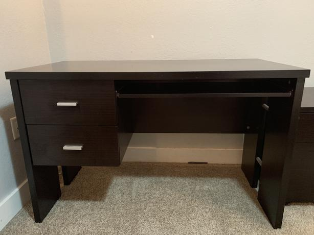 Desk with or without filing cabinet