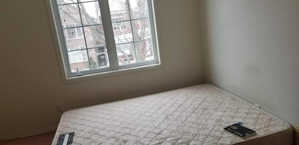 $550 · 2nd floor bedroom Close to Algonquin for rent