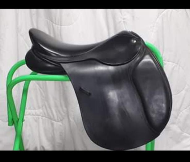 Paramount custom jump / ap saddle