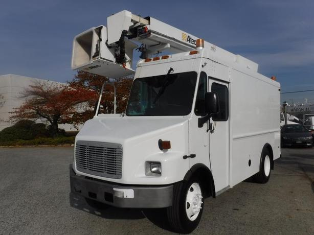 2005 Freightliner MT55 Bucket Truck With Air Brakes Diesel Cube Van