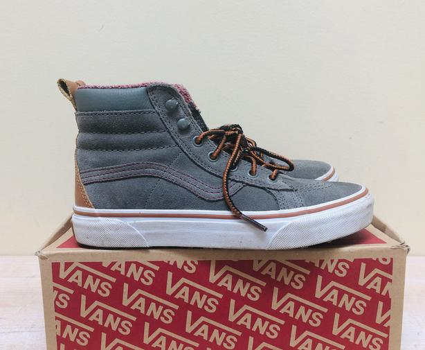 Kids VANS Shoes / Size 4 Youth