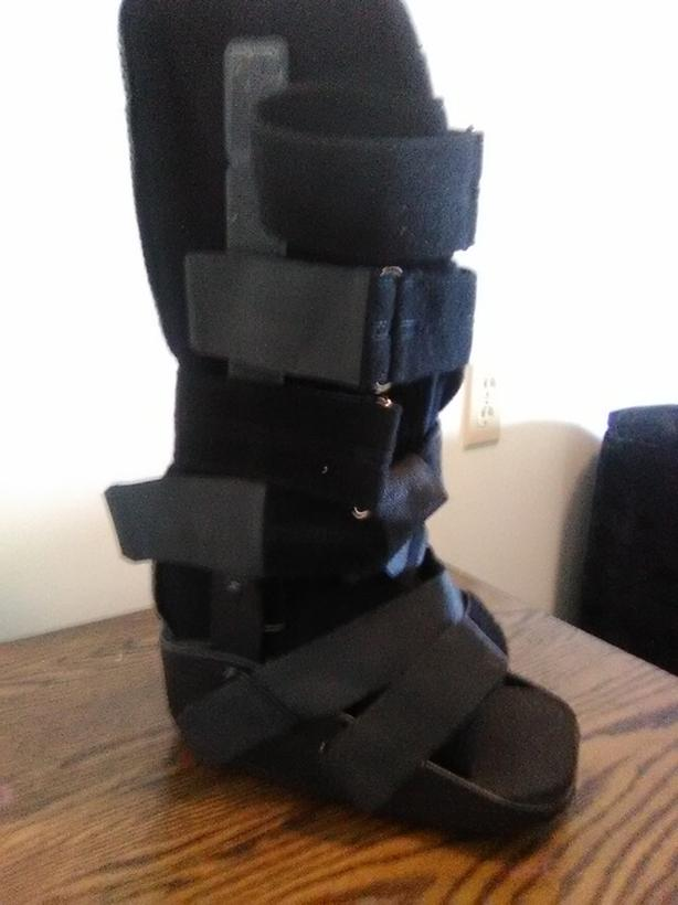 Ankle walking boot