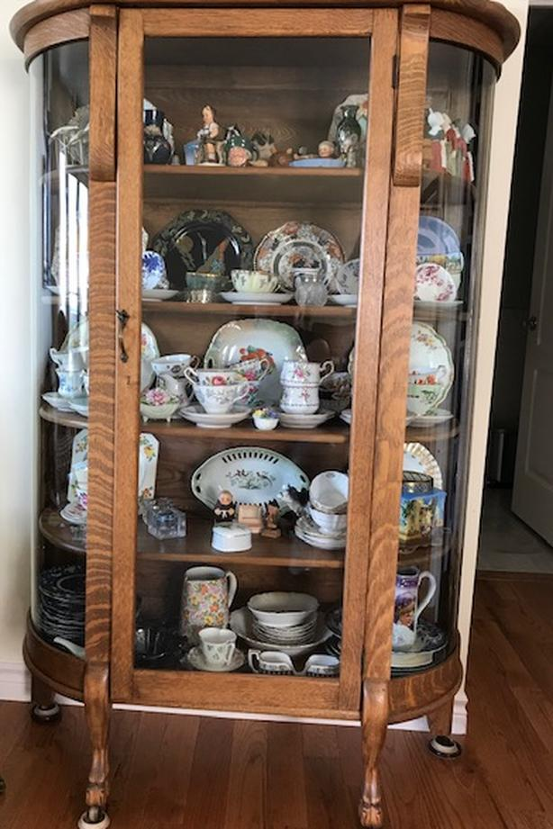 China Cabinet Curio Cabinet