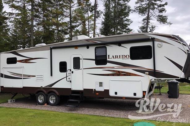 335TG (Rent  RVs, Motorhomes, Trailers & Camper vans)