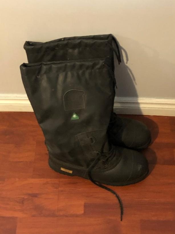 Sorel Men's Winter Steel-Toed Boots- Size 11.5. Great Condition