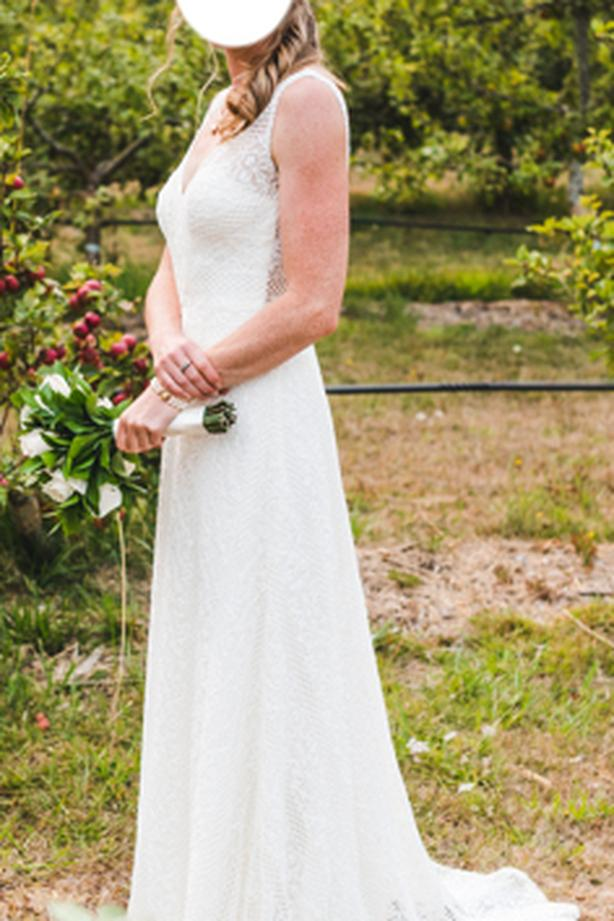 Vintage bohemian lace wedding dress (good as new)