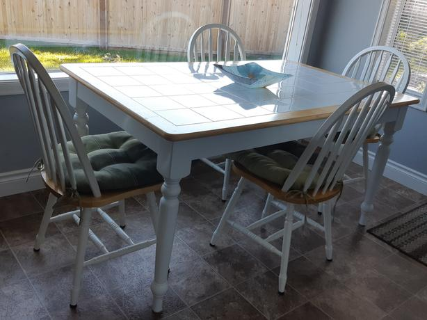 Kitchen table & 4 chairs with matching sideboard