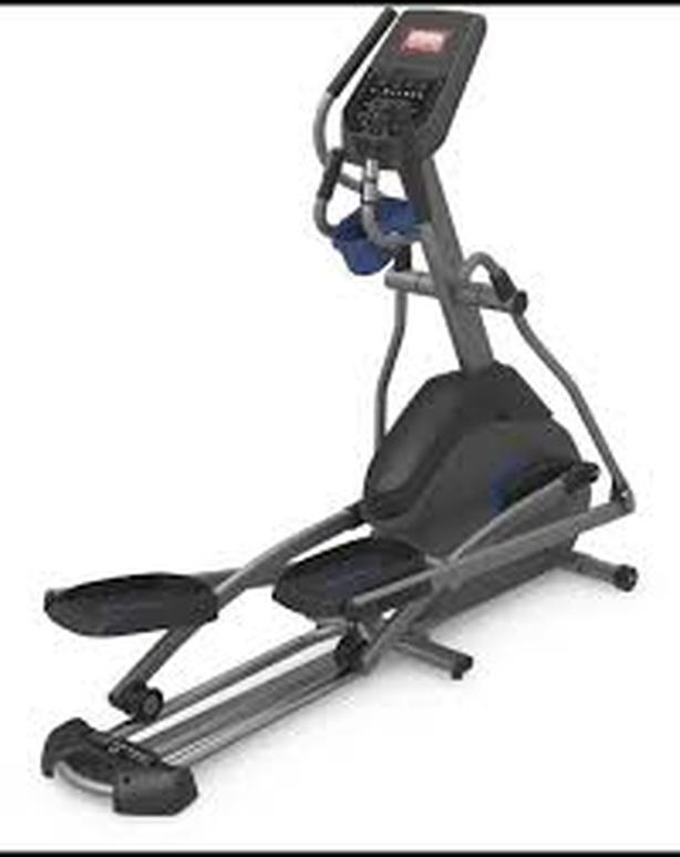 Horizon 7.0 AE elliptical trainer