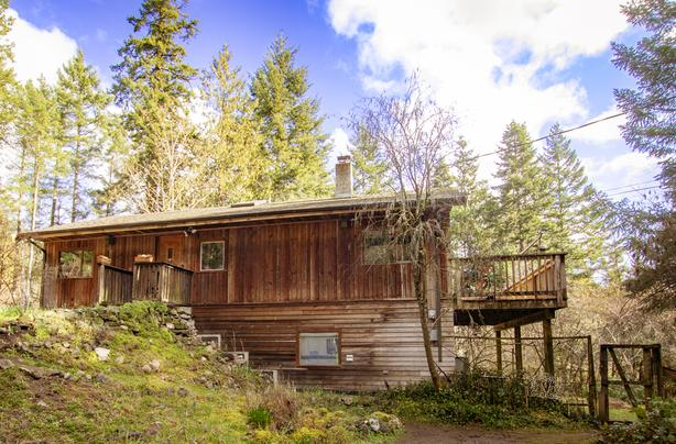 Park-like acreage and home on Pender Island!