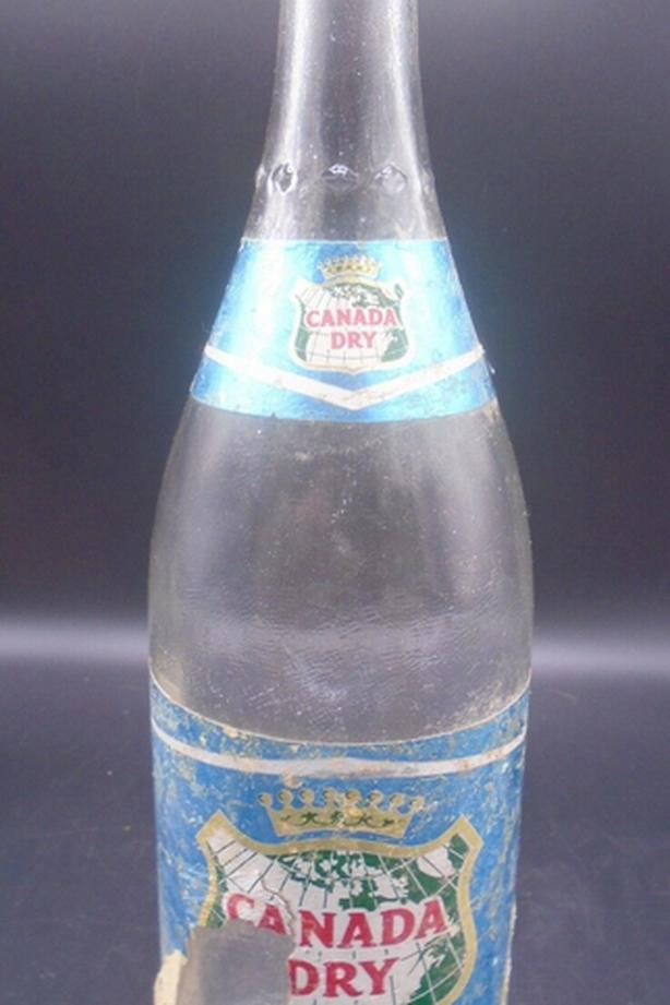 RARE 1960's VINTAGE CANADA DRY SPARKLING WATER SODA POP BOTTLE