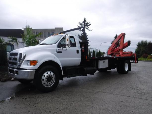 2006 Ford F-750 20 Foot Flat Deck Regular Cab 2WD Dually Diesel with Fassi F140
