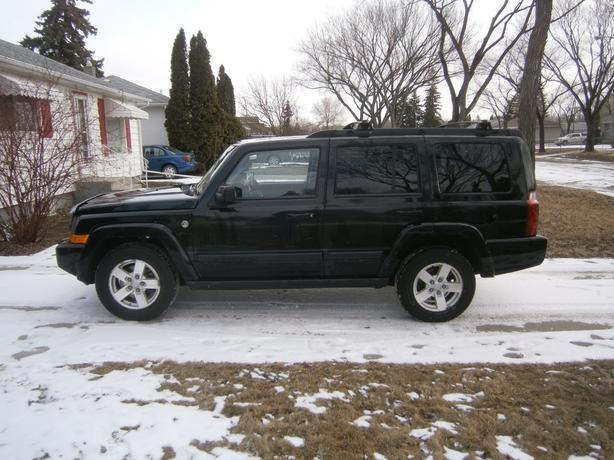 RARE BLACK BEAUTY 2007 JEEP COMMANDER TRAIL RATED 4X4 COMMAND START 3 SUNROOFS