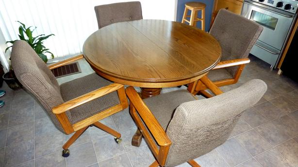 Oak Table & 4 Very Comfortable Chairs
