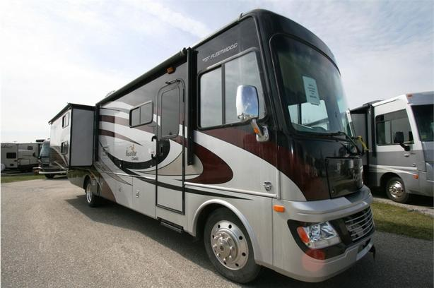 2013 Fleetwood RV BOUNDER 34B