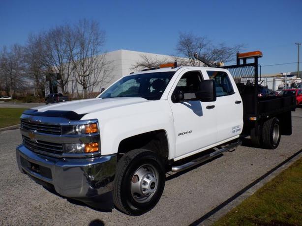 2015 Chevrolet Silverado 2500HD Flat Deck 8.4 foot with crane Crew Cab 2WD