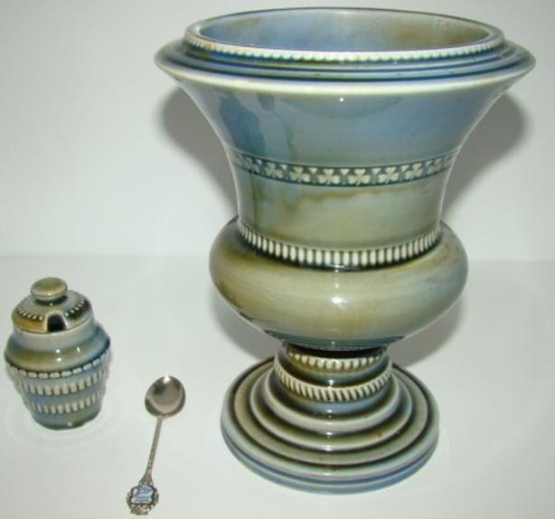 Irish Porcelain vase, made in Ireland by Wade 1954