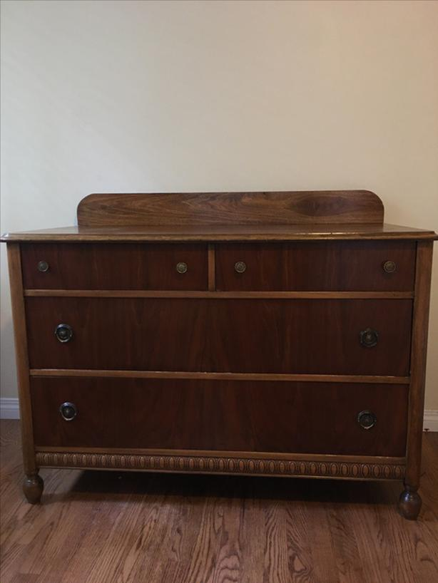 ***BEAUTIFUL SOLID WOOD ANTIQUE DRESSER***