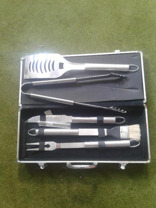 BARBECUE TOOL SET IN A CASE
