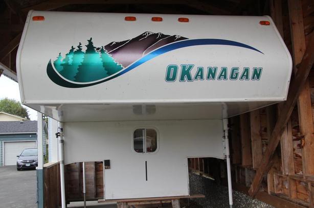"""2001 Light Weight 8 ft 9"""" Okanagan Truck Camper"""