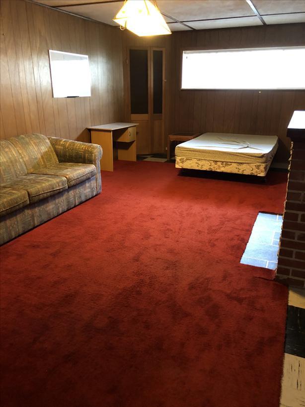 Huge shared room near Uvic