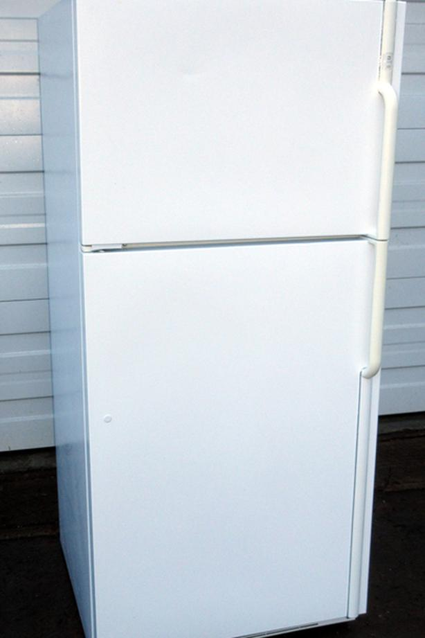 Maytag Mid-size fridge - Very good Condition, Clean, Cold