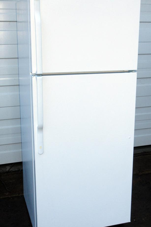 GE Mid size fridge - very good Condition, cold, clean