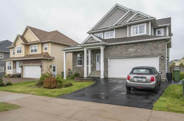 Executive Home in Larry Uteck Area/Starboard