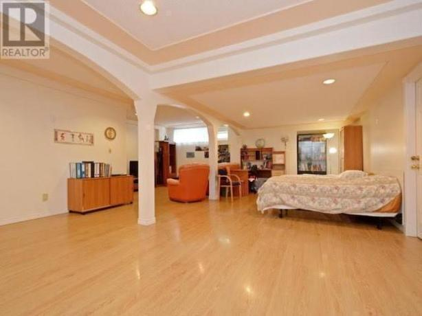 Unfurnished basement Studio/Bachelor Suite in Gordon Head