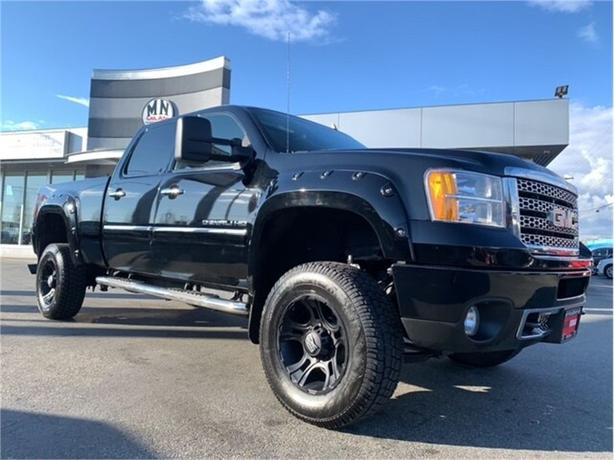 2011 GMC Sierra 3500HD Denali Z71 4WD DIESEL LIFTED XD WHEELS 145KM