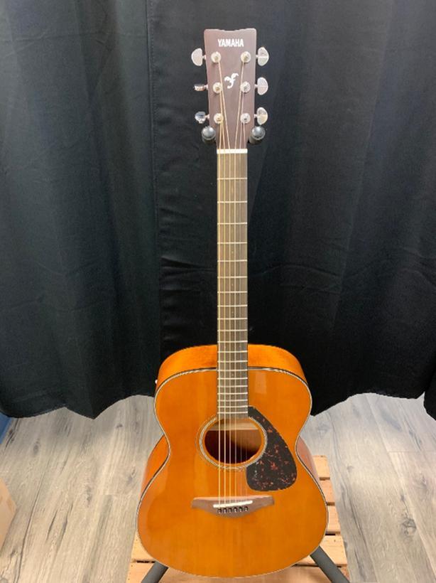 yamaha FS800 folk guitar