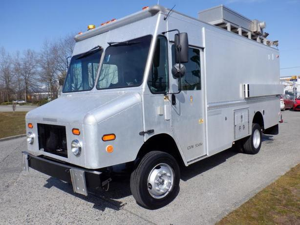 2005 Workhorse W-Series Service Cargo Van With Workshop  And Shelving