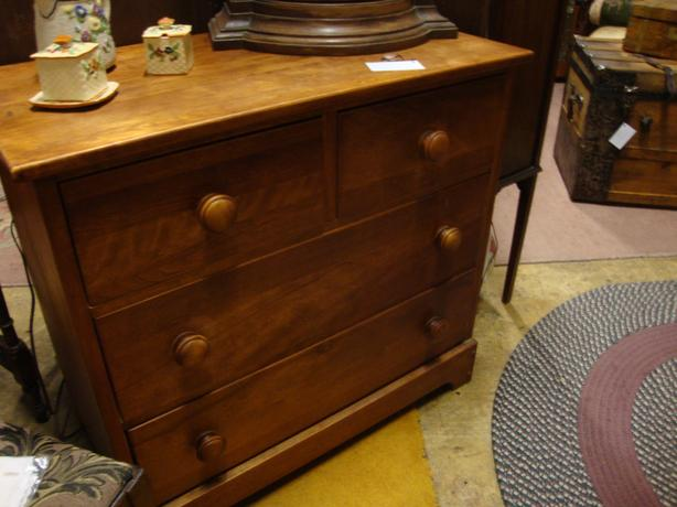 Maple chest of Drawers