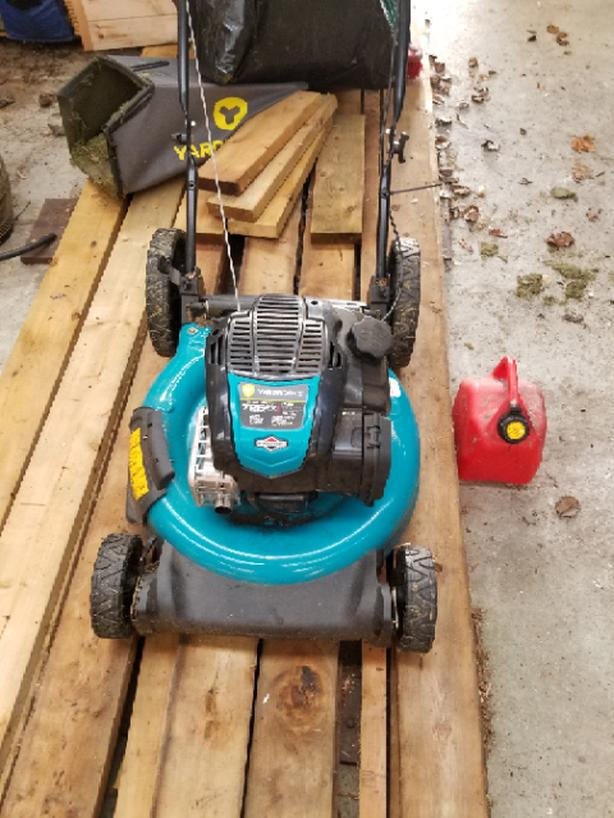 Yardworks lawnmover for free plus gas can