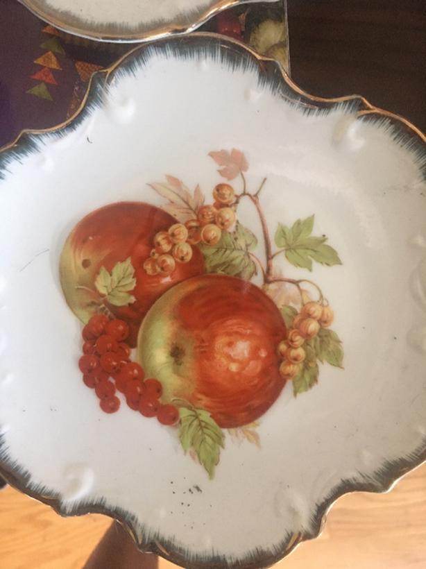 FREE: decorative plates
