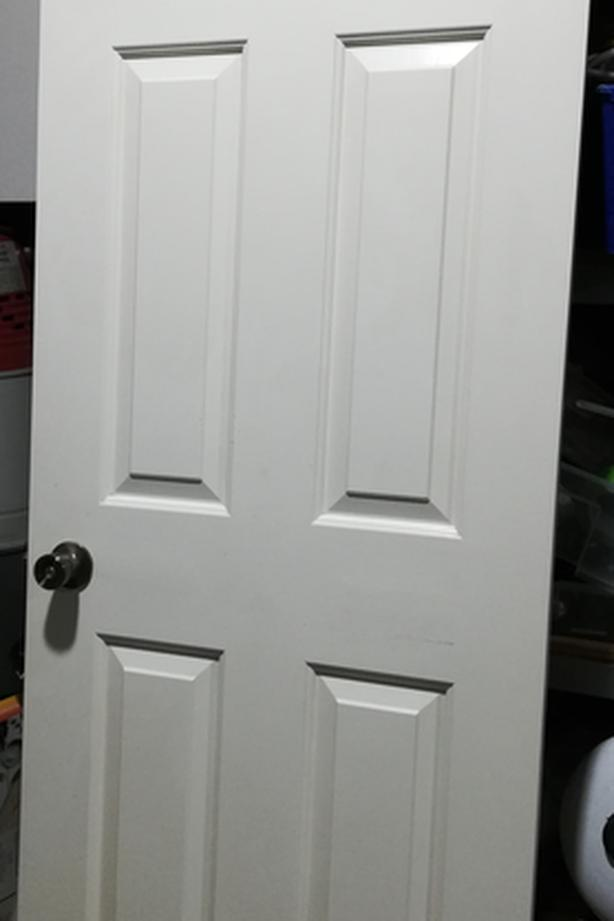 Interior Door, solid, 6-panel white with lock