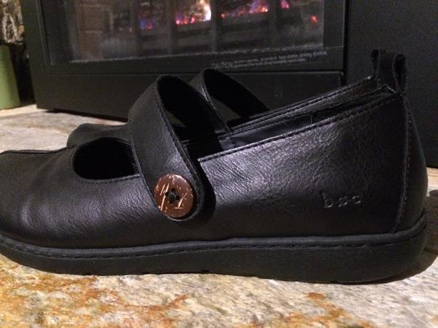 ***b.o.c. BLACK LEATHER SHOES-SIZE 9.5M***