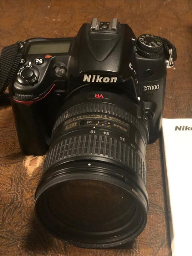 Nikon D7000 with AF-S NIKKOR 18-200 mm Zoom Lens