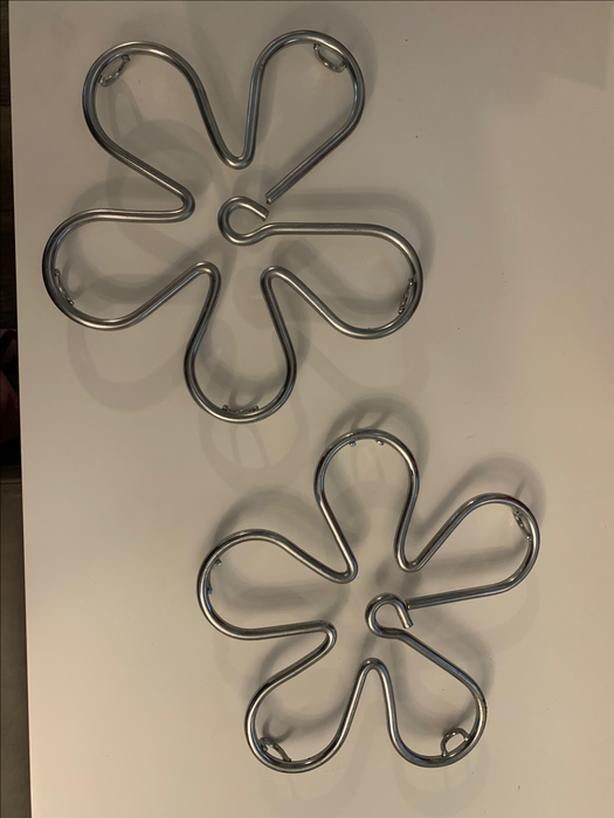 *** PAIR OF METAL FLOWER TRIVETS (HOT PLATES) - EXCELLENT CONDITION ***