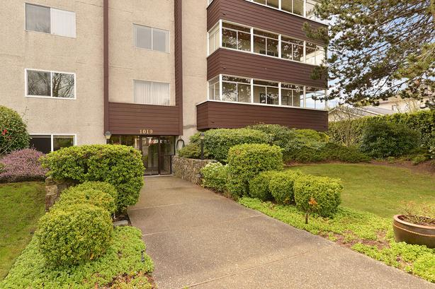 Fully Renovated Condo leaves nothing to do but move in!