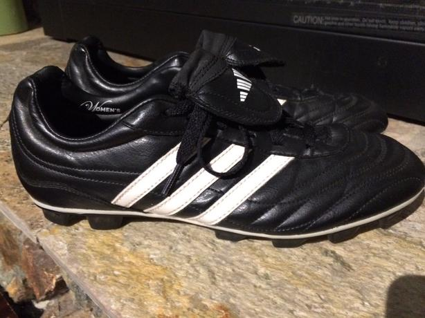 *** ADIDAS SOCCER CLEATS - WOMANS SIZE 10 LIKE NEW***